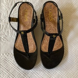 Chaps black snakeskin textured thong wedges size 8
